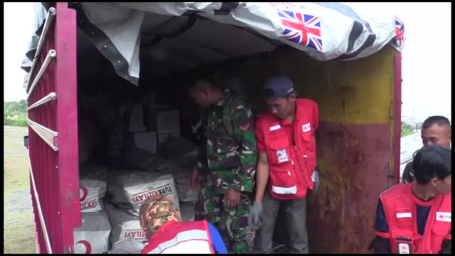 the turkish red crescent has been establishing regional logistics centers in neighboring countries to provide more rapid aid to disasterhit areas a... - red cross stock videos & royalty-free footage