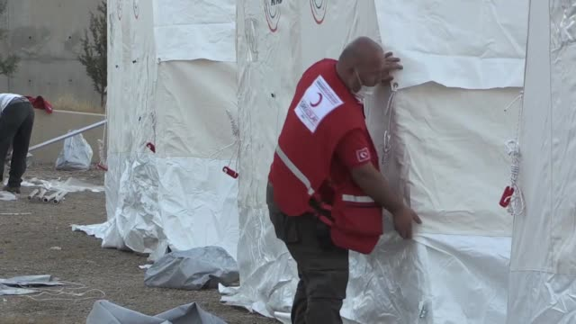 the turkish red crescent set up 45 tents for quakehit iraqis at the yard of a girls' dormitory in halabja district of sulaymaniyah iraq on november... - red cross stock videos & royalty-free footage