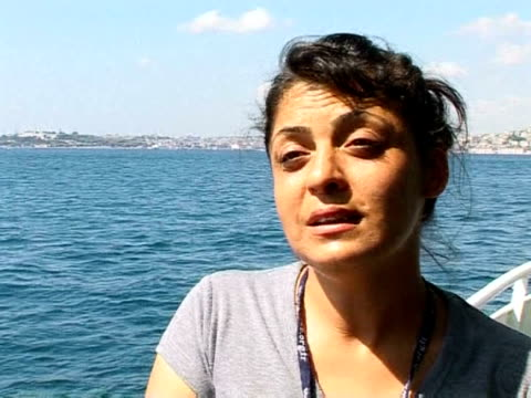 stockvideo's en b-roll-footage met the tv series 'gumus', a hit in the arab world, is proving to be a marketing master-stroke for turkish tourism. istanbul, istanbul, turkey. - clean