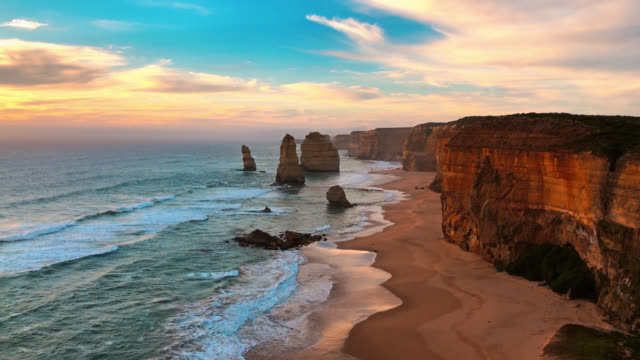 stockvideo's en b-roll-footage met the twelve apostles during sunset - waterlijn