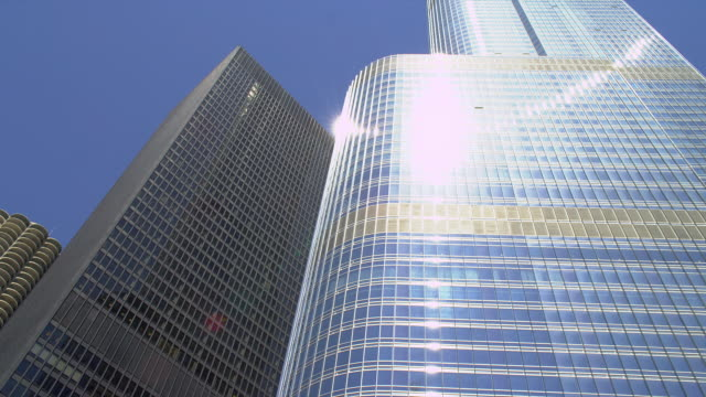 the twin towers of marina city, the ibm tower, and trump international hotel and tower line the chicago river. - dusable bridge stock videos & royalty-free footage