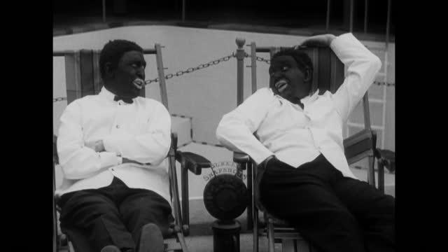 vidéos et rushes de the two black crows in the california sun - actor