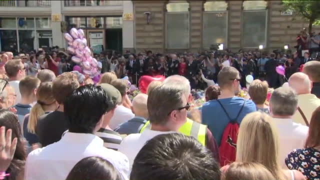 WPIX The UK held a national moment of silence to honor the 22 dead and dozens wounded during the bomb attack outside an Ariana Grande concert at...