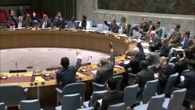 the un security council votes unanimously to adopt a resolution to send united nations observers to witness the evacuations from the syrian city of... - hauptfirmensitz stock-videos und b-roll-filmmaterial