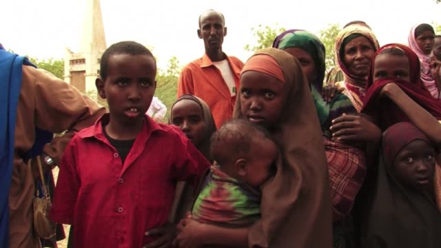 the un world food programme was set on tuesday to start airlifting food to somalia, ethiopia and kenya after an emergency meeting in rome on the... - horn of africa stock videos & royalty-free footage