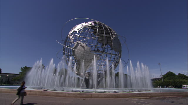 vídeos de stock, filmes e b-roll de the unisphere and fountain in flushing meadows-corona park - flushing meadows corona park