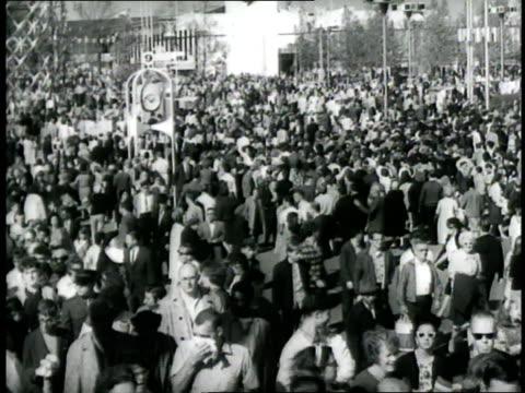 vídeos y material grabado en eventos de stock de the unisphere sculpture symbolizes the 1965 world's fair held in flushing meadows queens new york city - flushing
