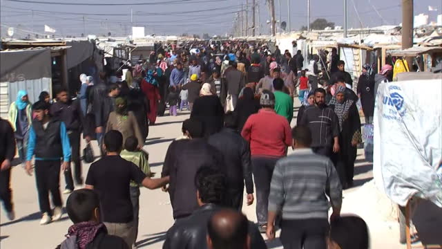 vidéos et rushes de the united nations has said that more than a million syrians 1 in 20 of the population have now fled the countrymiddle east corespondent sam kiley... - réfugié