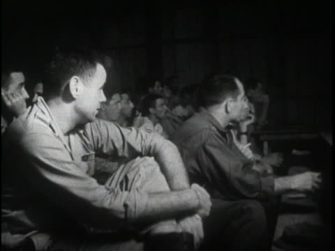 the united states army air force officers and airplane crews make final preparations and are given their last briefing before the 1st atomic bomb is... - (war or terrorism or election or government or illness or news event or speech or politics or politician or conflict or military or extreme weather or business or economy) and not usa点の映像素材/bロール