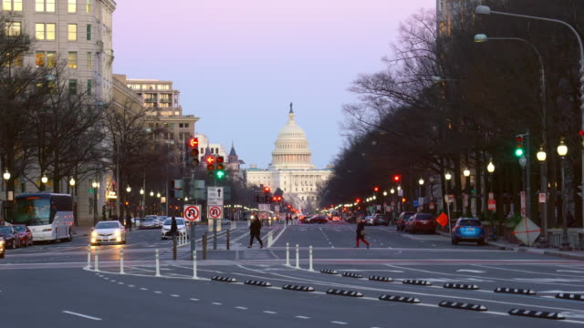 vídeos de stock, filmes e b-roll de o capitólio dos estados unidos cityscape, washington, d.c., estados unidos - pennsylvania avenue