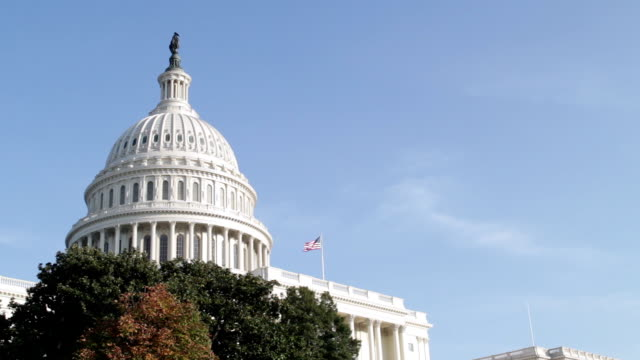 die united states capitol, kongress in washington, dc - kuppeldach oder kuppel stock-videos und b-roll-filmmaterial
