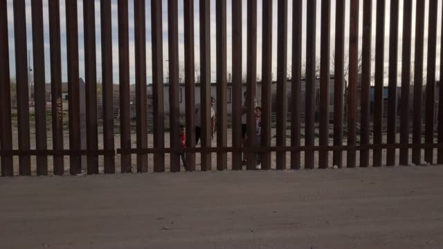 the united states mexico international border wall between sunland park new mexico and puerto anapra, chihuahua mexico - international border stock videos and b-roll footage