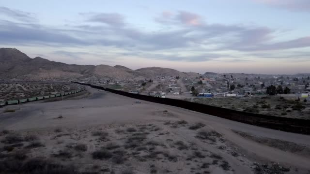 the united states mexico international border wall between sunland park new mexico and puerto anapra, chihuahua mexico - international border barrier stock videos & royalty-free footage