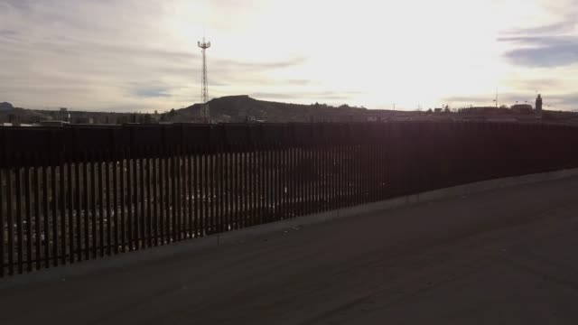 the united states mexico international border wall between sunland park new mexico and puerto anapra, chihuahua mexico - international border stock videos & royalty-free footage