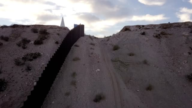 the united states mexico international border wall between sunland park new mexico and puerto anapra, chihuahua mexico - geographical border stock videos & royalty-free footage
