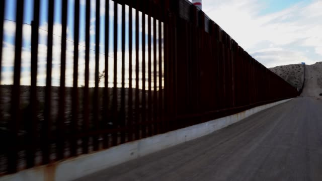 the united states mexico international border wall between sunland park new mexico and puerto anapra, chihuahua mexico - long stock videos & royalty-free footage