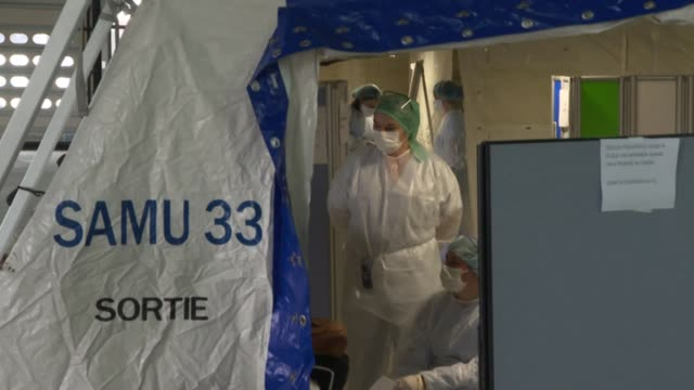 stockvideo's en b-roll-footage met the university hospital in the southwestern french city of bordeaux set up tents for triage of patients showing symptoms of the coronavirus which has... - triage