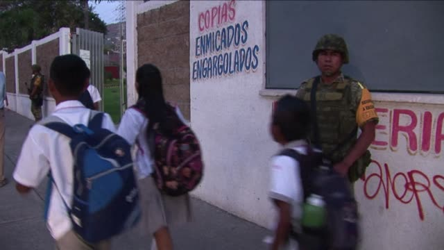 stockvideo's en b-roll-footage met the unprecedented deployment of 1000 troops to schools and surrounding neighborhoods in acapulco is seen as the only way to convince frightened... - overtuiging