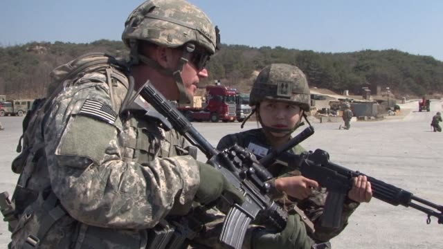 the us and south korean militaries confirm they have called off upcoming joint exercises after president donald pledged to halt the drills in the... - militärövning bildbanksvideor och videomaterial från bakom kulisserna