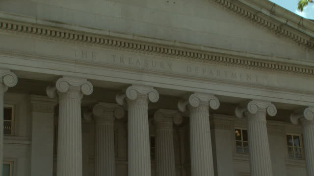 vidéos et rushes de zo the us treasury building / washington dc united states - fronton