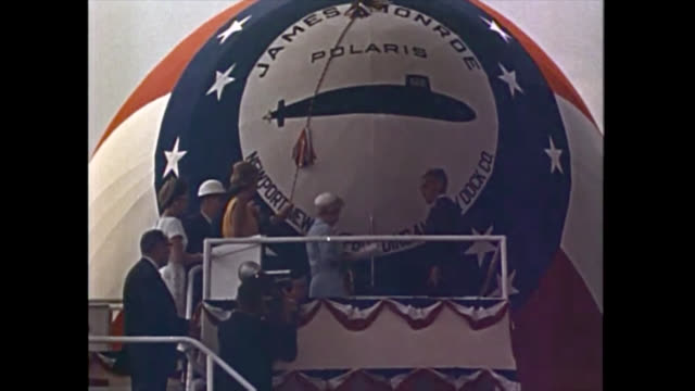 the image shows the launch of a missile from underwater and the james monroe polaris submarine. b-roll historical footage from a pentagon video... - ジェームス モンロー点の映像素材/bロール