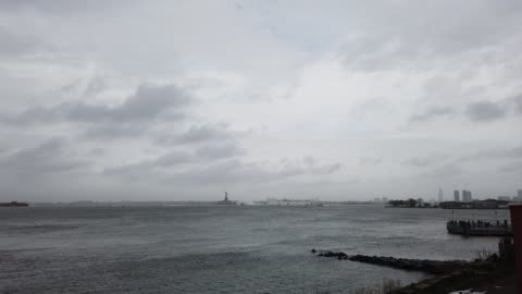 the usns comfort hospital ship exits the harbor in front of the statue of liberty as it heads back to naval station norfolk in virginia on april 30,... - statue of liberty new york city 個影片檔及 b 捲影像