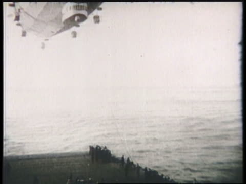 the uss los angeles airship lands on an aircraft carrier. - 飛行船点の映像素材/bロール
