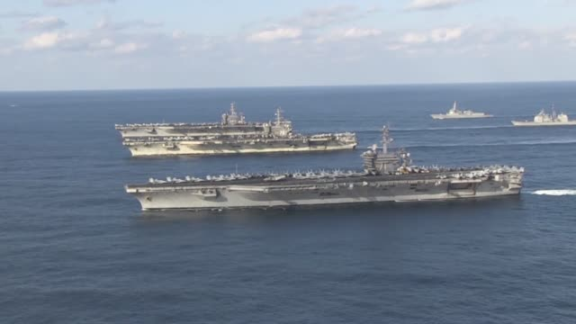 stockvideo's en b-roll-footage met the uss ronald reagan uss theodore roosevelt and uss nimitz strike groups are underway and conducting operations in international waters as part of a... - amerikaanse zeemacht