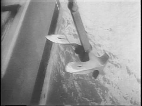 the uss south dakota in the water below the golden gate bridge in san francisco / admiral william halsey is aboard and waves through the fog to the... - william halsey stock-videos und b-roll-filmmaterial