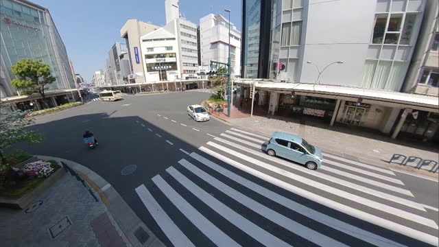 the usually busy crossroads of shijo-dori and kawaramach-dori from the eastern side. the city, usually thronging with tourists, is quiet now,... - crossroad stock videos & royalty-free footage
