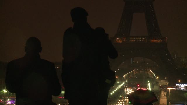 the usually sparkly eiffel tower was plunged into darkness on saturday evening as it switched off to mark earth hour which draws attention to climate... - earth hour stock videos & royalty-free footage