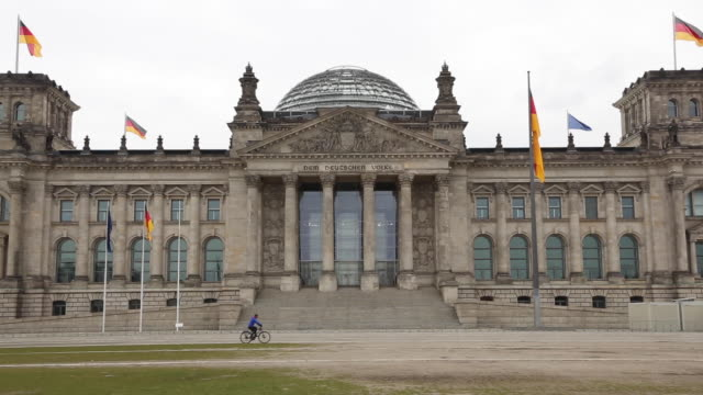 the usuallybusy reichstag seat of the german parliament the bundestag is seen as few tourists visit the site due to the global spread of coronavirus... - palazzo del parlamento video stock e b–roll