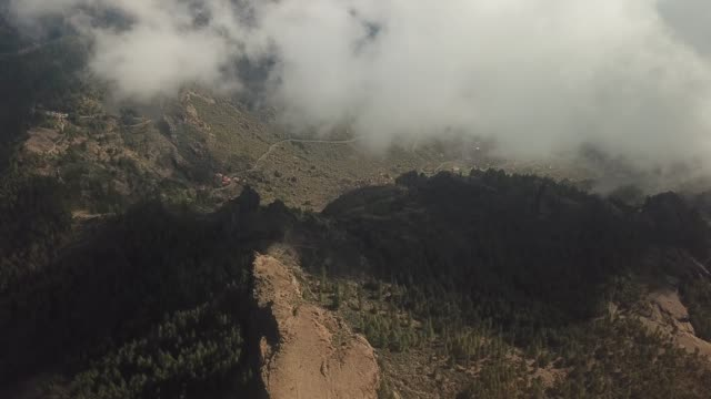 the valley of roque nublo, gran canaria, spain. - roque nublo grand canary stock videos and b-roll footage