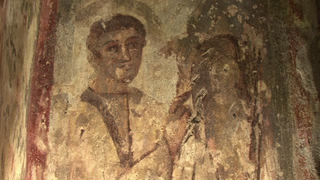 the vatican on tuesday unveiled a series of catacombs used by early christians in rome after a major restoration, including an online virtual tour by... - cristianesimo video stock e b–roll