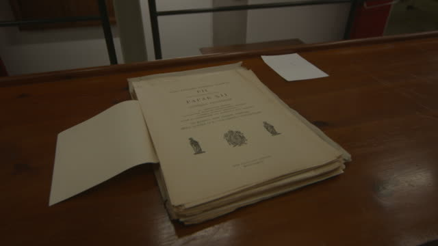 vídeos de stock e filmes b-roll de the vatican opens its archives on pius xii - the vatican secret archive - on february 26, 2020 in vatican city, vatican. - sala de arquivos