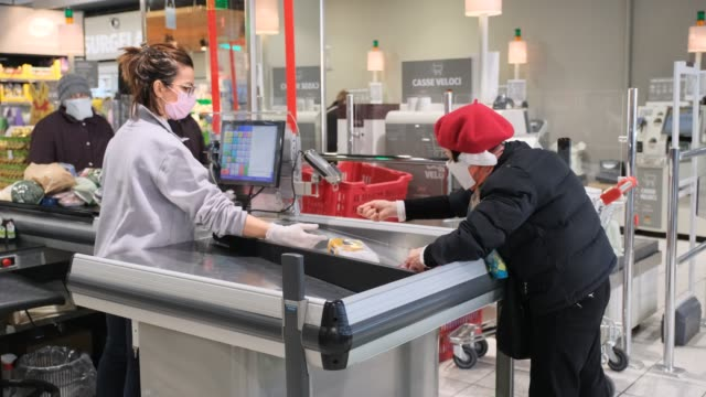 vídeos de stock e filmes b-roll de the venetian graphic company with the patronage of luca zaia, governor of veneto, has produced and distributed free of charge washable and reusable... - cadeia de lojas