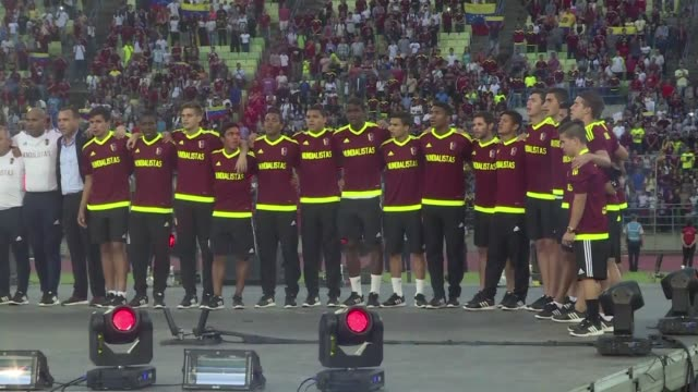The Venezuelan Under20 World Cup football team was given a heros welcome on Tuesday despite the players losing to England on Sunday