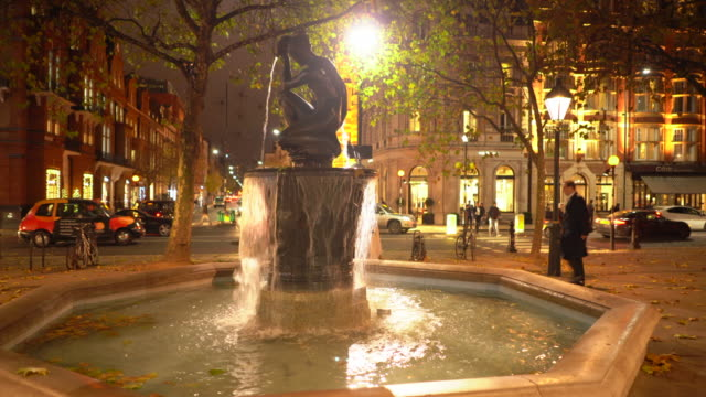the venus fountain in the centre of sloane square, in autumn, london, uk. - 1953 stock videos & royalty-free footage