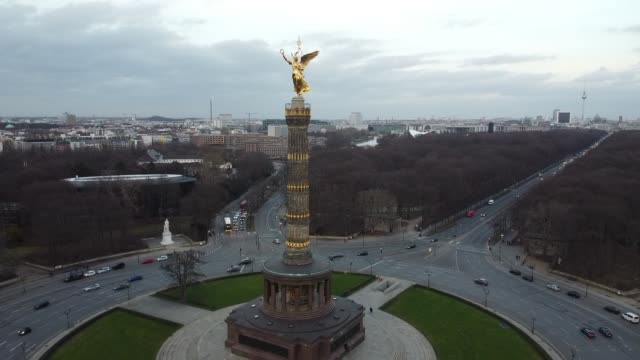 the victory column tiergarten aerial view - tower stock videos & royalty-free footage