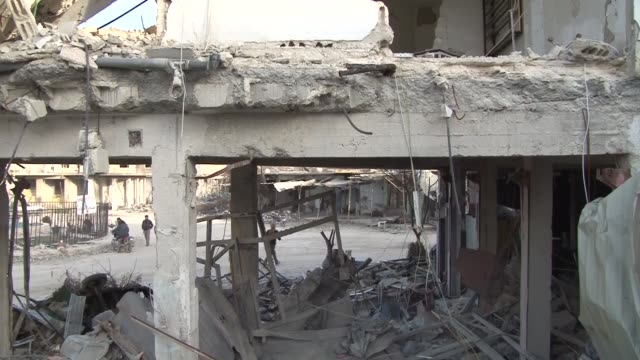 the video shot in kobani syria displays wreckage of buildings cars mosques and members of kurdish armed groups walking in the streets after the town... - isil konflikt stock-videos und b-roll-filmmaterial