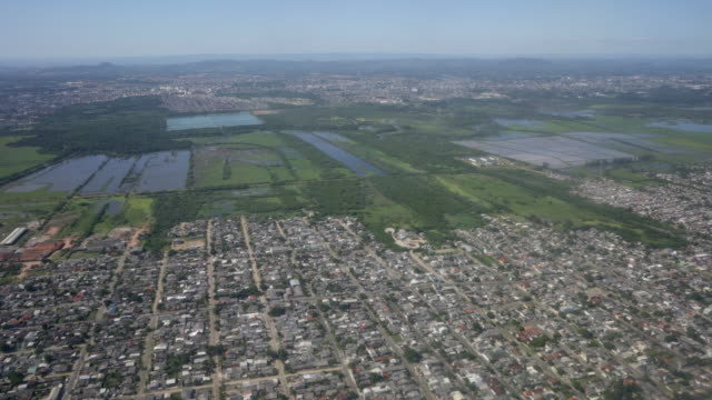the view from the window as an airplane. - porto alegre stock-videos und b-roll-filmmaterial