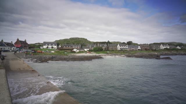 the village baile mòr, iona, scotland - ö bildbanksvideor och videomaterial från bakom kulisserna