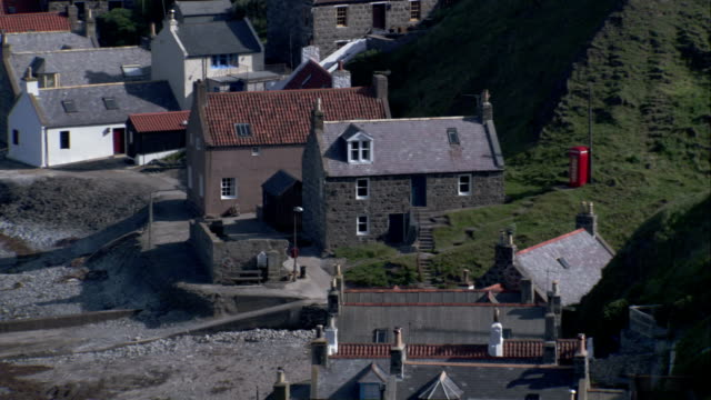 the village of crovie in aberdeenshire. available in hd. - クロヴィー点の映像素材/bロール