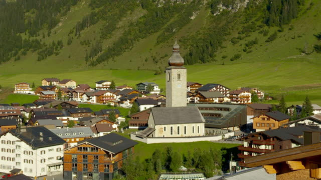 stockvideo's en b-roll-footage met the village of lech in austria - oostenrijkse cultuur