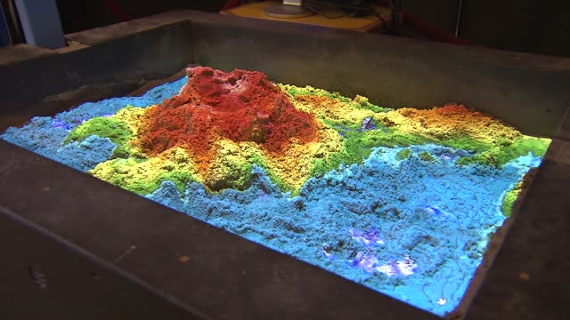vídeos de stock e filmes b-roll de the virtual sandbox is used to teach children about topography at the scitech hands on museum on march 06, 2014 in aurora, illinois. - topografia