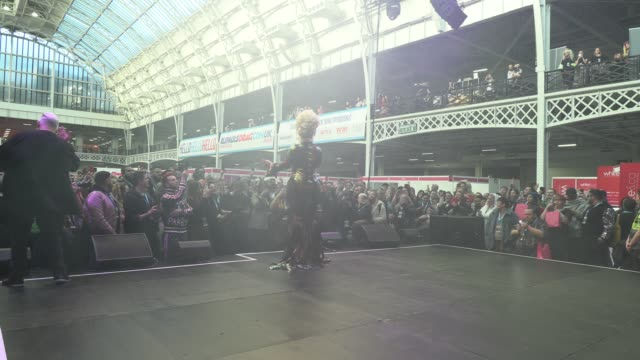 the vivienne performs on stage at rupaul's dragcon uk presented by world of wonder at olympia london on january 18, 2020 in london, - リアリティー番組点の映像素材/bロール