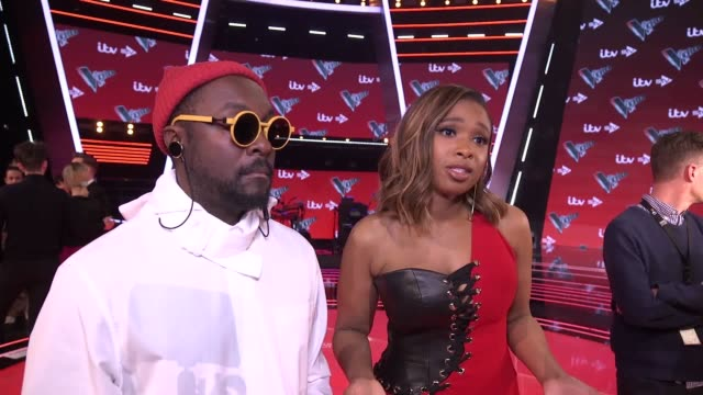 vidéos et rushes de the voice host emma willis and coaches william jennifer hudson sir tom jones and olly murs with their respective finalists speak at elstree studios... - concurrent