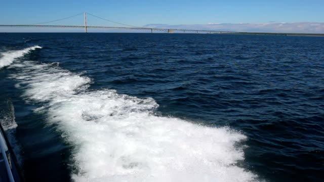 vídeos de stock, filmes e b-roll de esteira para trás - nautical vessel