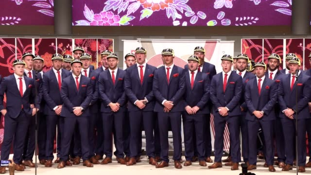 the wales world cup squad sing the welsh hymn calon lan to close their world cup capping ceremony at the international convention centre in... - typisch walisisch stock-videos und b-roll-filmmaterial