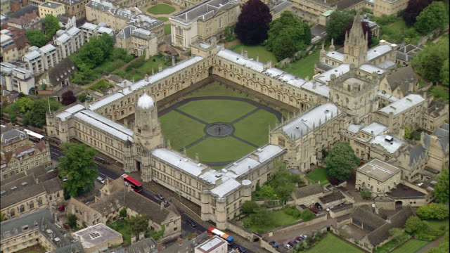the walls of christ church of the university of oxford surround the gardens in oxford, oxfordshire, england - oxford university stock videos & royalty-free footage